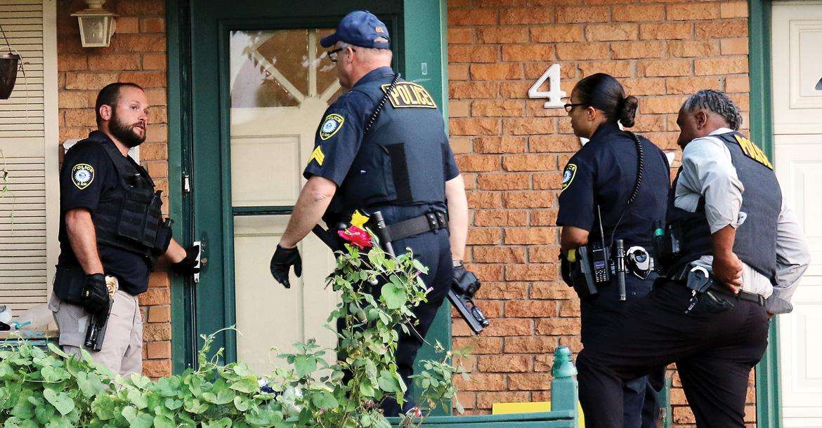 El Reno police, with guns drawn, prepare to execute a search warrant_slideshow
